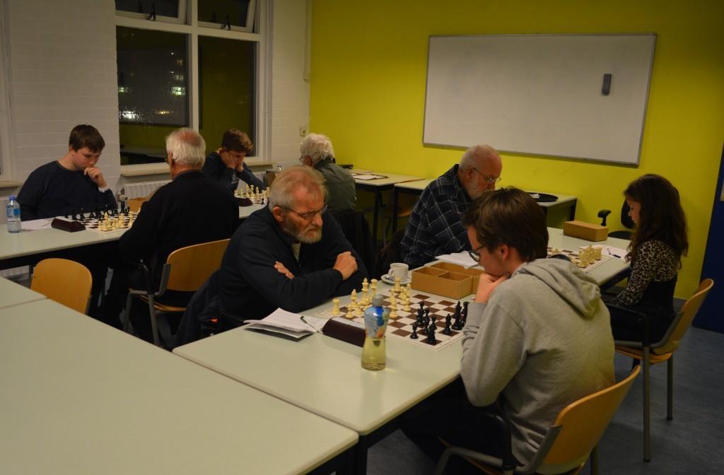 Degoschalm - Caïssa-Eenhoorn in volle gang. Op de voorgrond bord 4: Frans Kool - Rowan Louter.