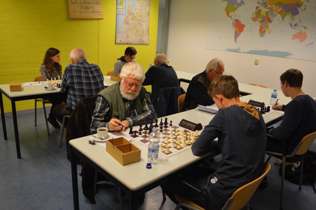 De kopmannen Niels Appelman (wit) en Erik Piet houden het lang spannend.