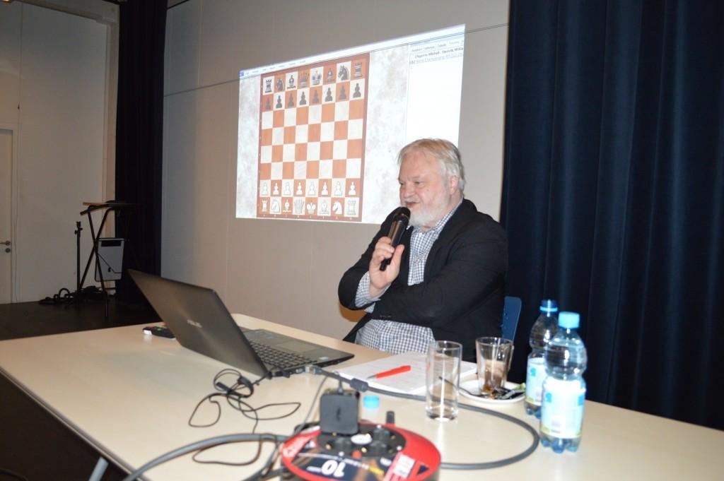 Artur Jussupow: bijna drie uur aan het woord in de speelzaal van Caïssa-Eenhoorn.